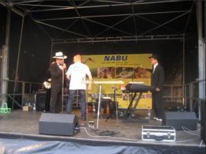 """Fotos: N. Plum -Manfred Becker und Christian Hauck bei der Slapstick-Comedy rund um das Thema """"NABU und Nistkästen"""""""